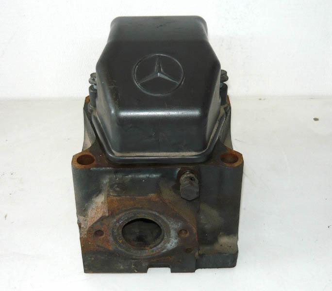 hlava motoru Mercedes